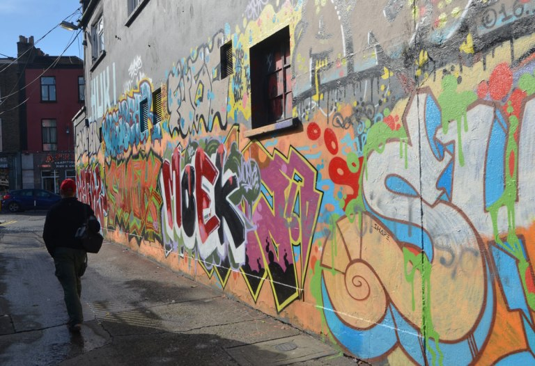 blog_graffiti_street_art_alley