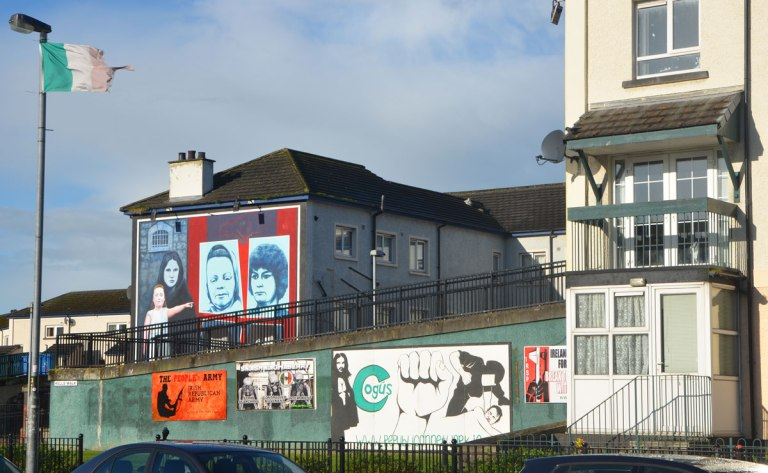 blog_murals_free_derry_flag