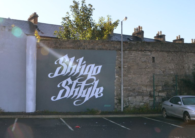 text mural, white letters on black that say Shligo Shtyle