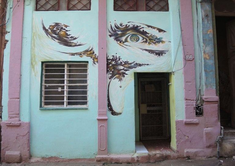 blog_eye_above_door_colours