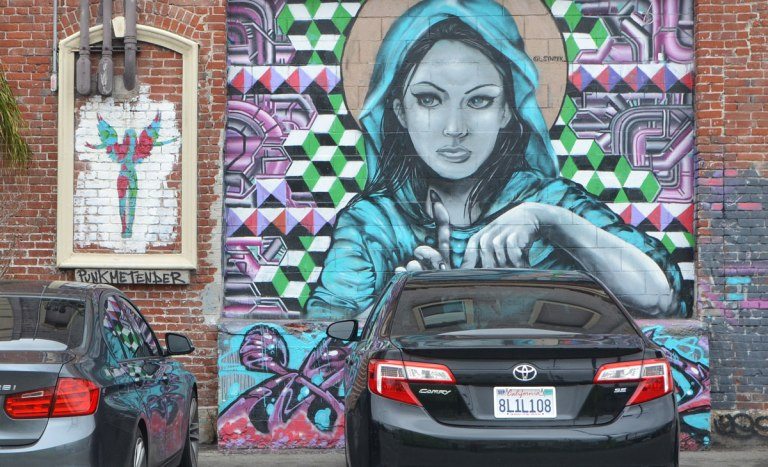 blog_woman_blue_hood_car