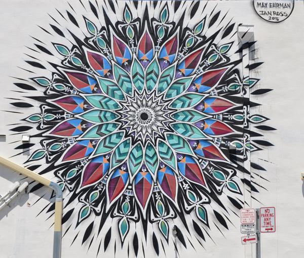 mandela like mural, geometric shapes in a circle